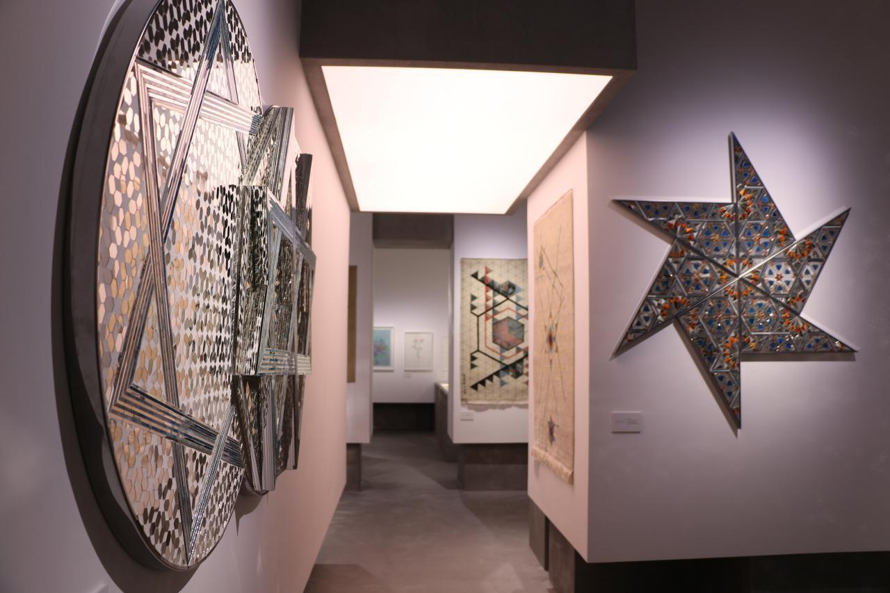 Monir-Shahroudy-Farmanfarmaian-15