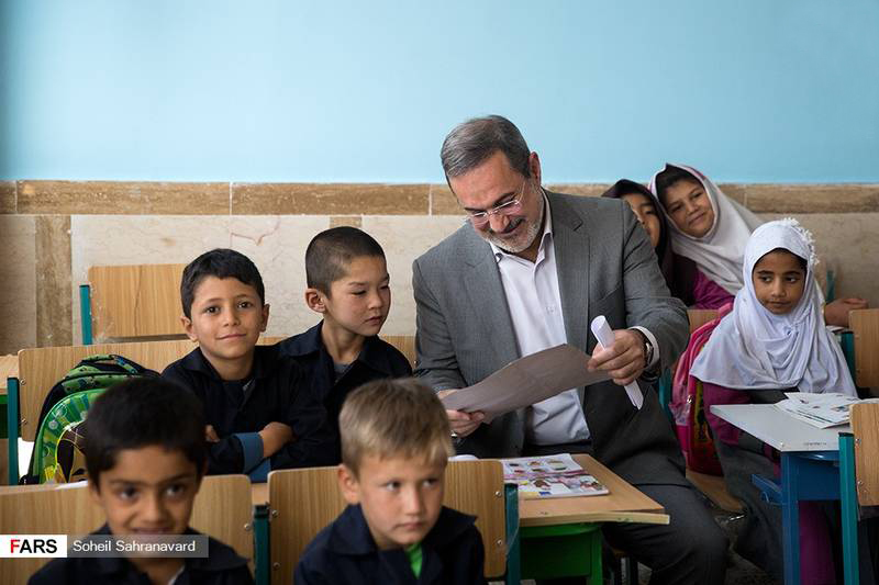 Iran's Education Minister Attends Afghan School